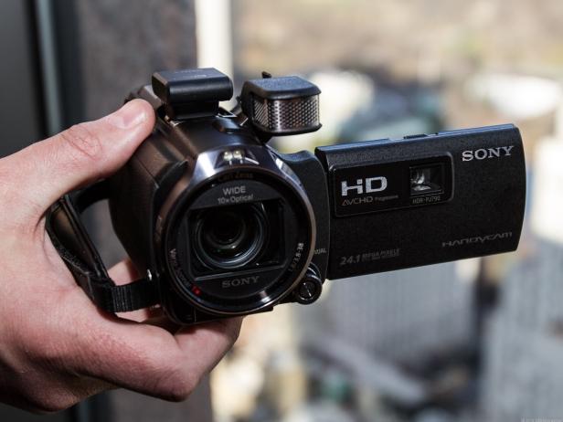 Sony Handycam PJ790VE sudah dilengkapi dengan proyektor 35 lumens.