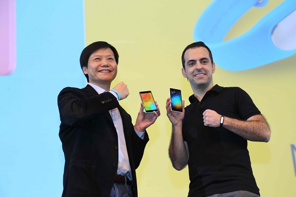 VP Xiaomi Global Hugo Barra bersama pendiri dan CEO Xiaomi Lei Jun saat mengenalkan Xiaomi Mi 4i di Siri Fort Auditorium, New Delhi, India, Kamis (23/4) silam. Peluncuran tersebut disambut antusias oleh 1.500an Mi Fans di India.