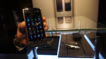 Tampilan user interface Vertu Ti berbeda dengan smartphone yang ada di pasaran kendati sama-sama mengusung sistem operasi Android.