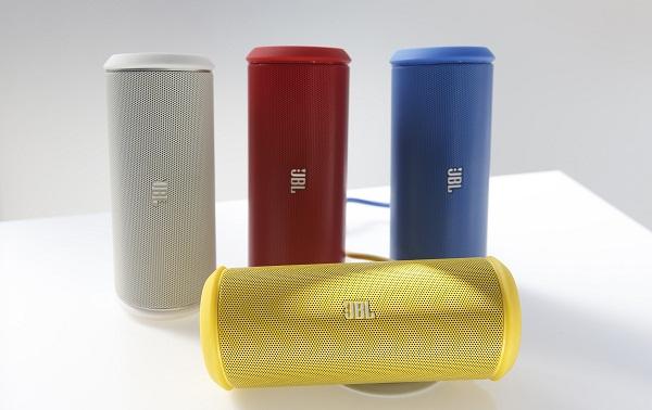 JBL Flip II hadir mengisi pasar loudspeakers portabel yang dipopulerkan oleh perusahaan seperti Jambox. Bentuknya yang kompak, menegaskan bahwa perangkat ini memang ditujukan untuk dibawa-bawa. Menyasar mereka yang sering traveling atau beraktivitas outdoor.