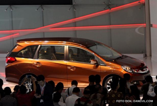 Honda Mobilio paling mencuri perhatian di perhelatan IIMS 2013.