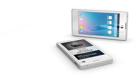 YotaPhone dengan layar ganda di bagian depan dan belakang.