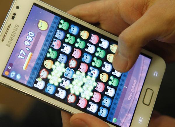 Aplikasi chatting saat ini menawarkan berbagai fitur lebih mulai dari game, suara, hingga blog. Semuanya dapat diakses secara gratis.