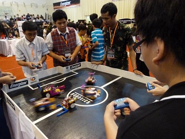 Suasana pertandingan kompetisi robot