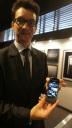 Sales Manager Vertu Asia Tenggara Thomas Blanloeil menunjukkan smartphone Vertu Ti di Vin+, Plasa Senayan Arcadia, belum lama ini. Smartphone superpremium itu dibanderol mulai Rp119 juta.
