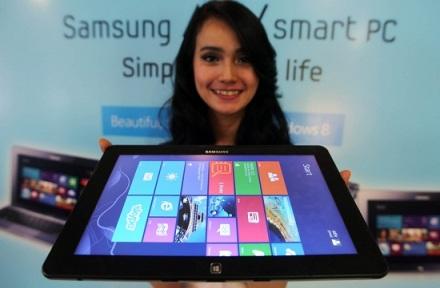 Samsung Ativ Smart PC yang menggunakan OS Windows 8