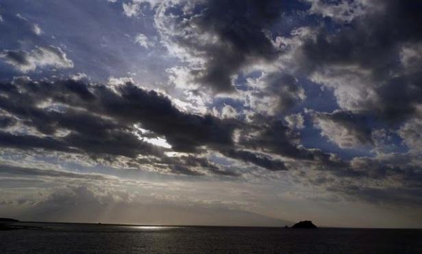 Sunset di tengah laut