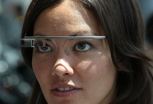 Google Glass sangat potensial untuk dijadikan media mengakses pornografi.