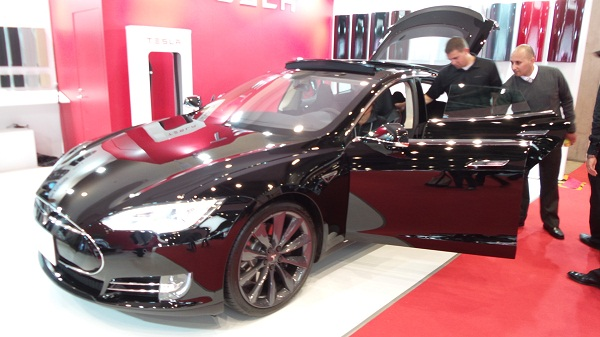 Telsa Model S (1)