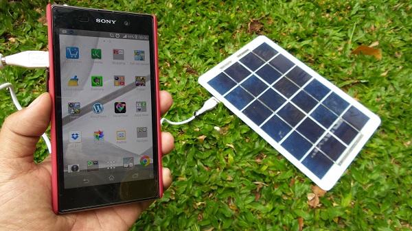 YG-050 adalah charger portable yang langsung mengkonversi tenaga matahari menjadi arus listrik berdaya rendah untuk mentenagai ponsel, kamera digital, video, GPS, dan peralatan digital lainnya.
