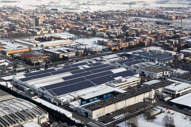 Pabrik Lamborghini dengan atap sel surya