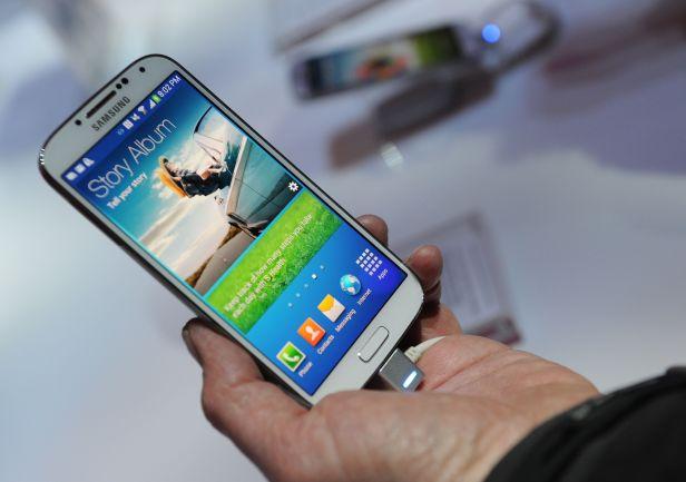 Samsung Galaxy S4 yang baru saja diluncurkan di Indonesia.