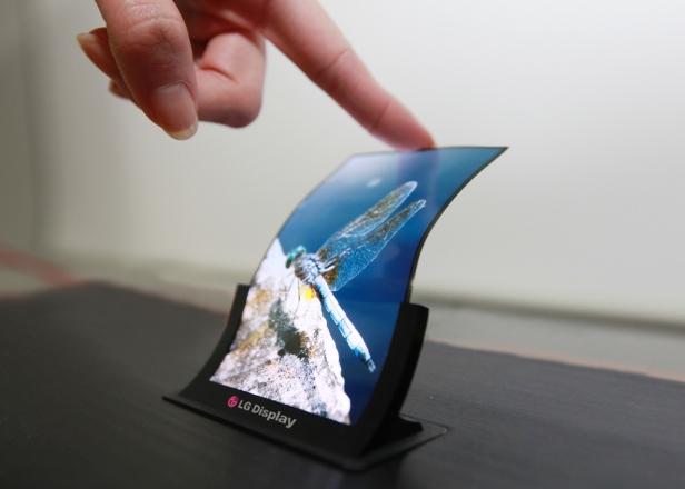 Panel layar dengan materi lentur memungkinkan sebuah ponsel mengusung desain yang dapat ditekuk, dilipat, bahkan digulung. Berkat teknologi ini, tidak menutup kemungkinan perangkat komputer di kemudian hari bakal menemukan bentuk fisik baru yang sangat radikal. Tampak layar fleksibel yang dikembangkan oleh LG Electronics.