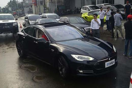 20150214_123647_Tesla-Model-S-di-Indonesia