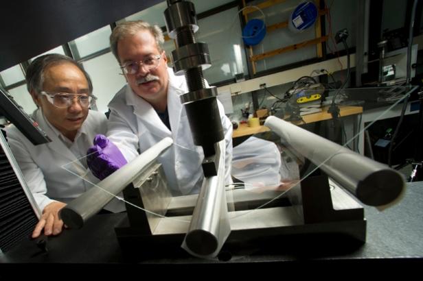 Labolatorium Corning penuh dengan penemuan-penemuan dari material kaca yang puluhan tahun teronggok, menunggu datang kesempatan yang tepat.