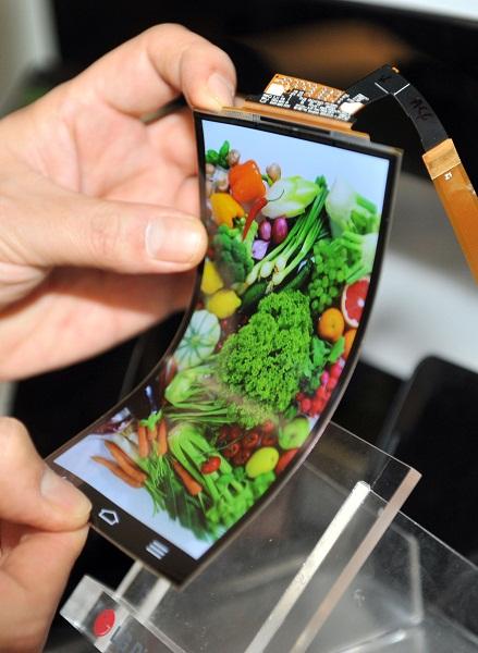 Pada 2014 diperkirakan teknologi layar lentur akan terus mendapat pengembangan sehingga benar-benar membawa dampak kepada konsumen.
