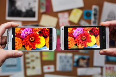 GS4_vs_HTC_One_Screens_rs_610x406