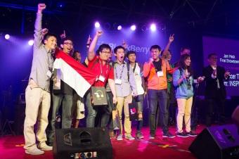 Tim Inspira asal Jakarta memenangi kompetisi BlackBerry Jam Asia 2012 di Bangkok, Thailand, melalui aplikasi Soccer Ticker. Aplikasi tersebut berfungsi untuk membantu pengguna mendapat informasi tentang skor sepak bola terkini.