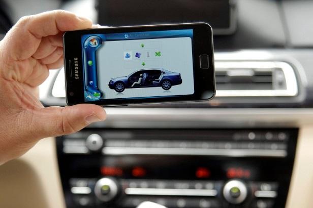 Konektivitas perangkat portabel seperti smartphone dan tablet menjadi bagian penting dari fitur sebuah mobil.