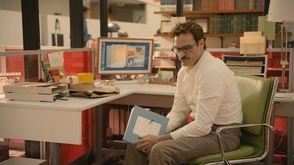 """Film pemenang Oscar, """"Her"""", memperlihatkan komputer bisa membuat lagu, berbicara seperti manusia, mengatur email, bahkan jatuh cinta dengan manusia biasa."""